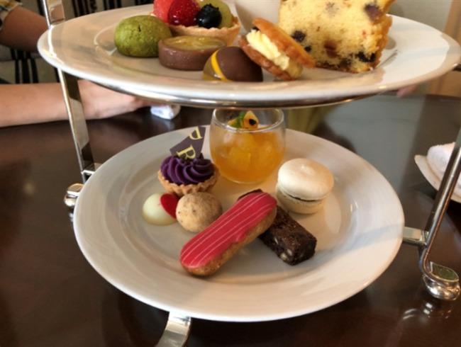ルネッサンスリゾートオキナワ アフタヌーンティーのケーキ