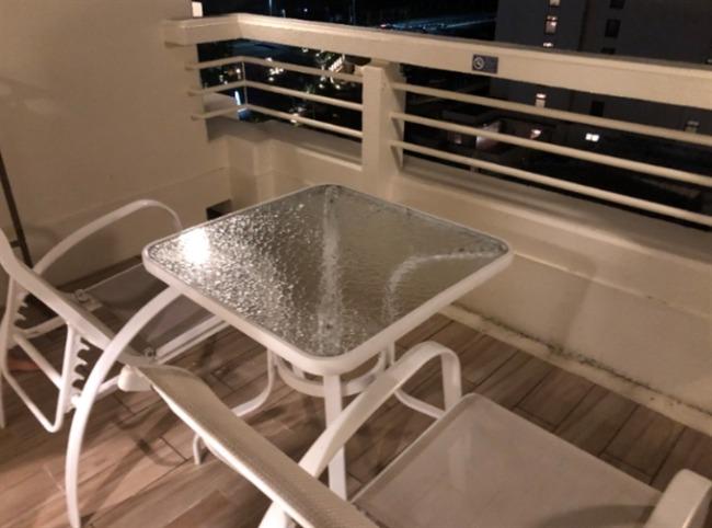 シェラトン沖縄のラナイのテーブル