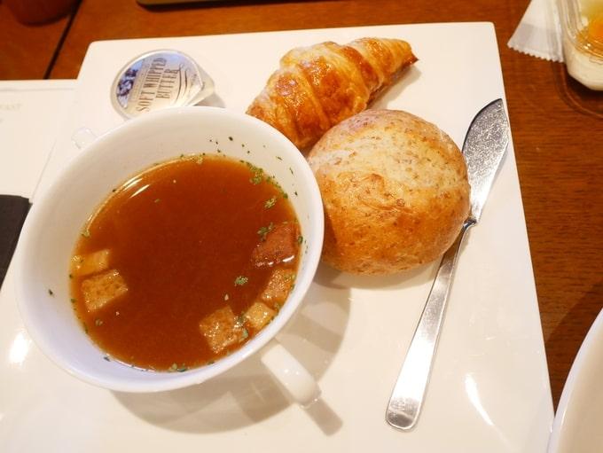 軽井沢マリオットホテルの朝食(パンとスープ)