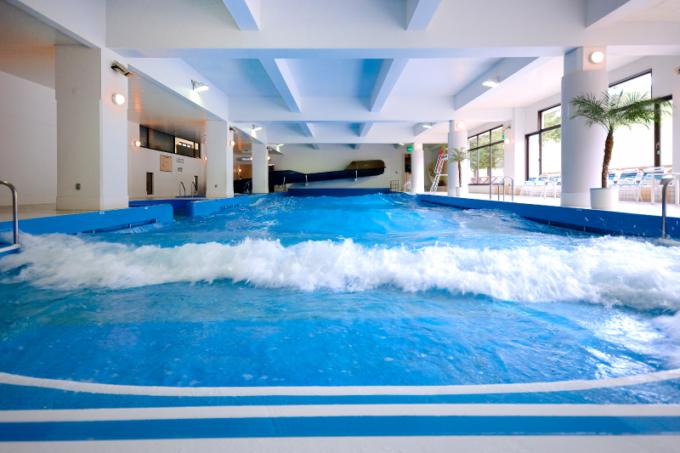 ルスツリゾートの室内造波プール